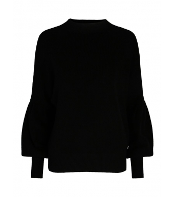 Front af sort sweater