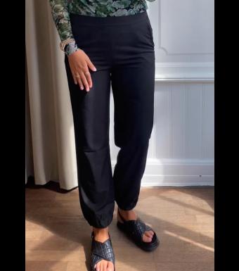 Tiffany Letzi Carrot Pants, Sort