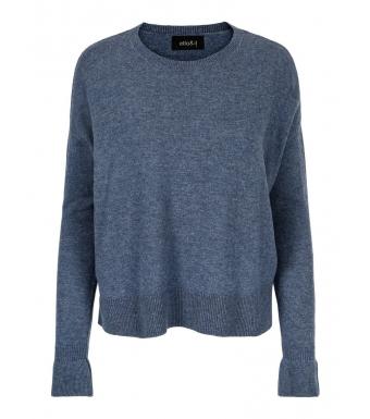 Front af blå sweater